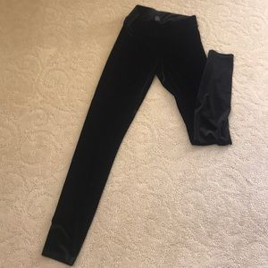 HUE velvet leggings